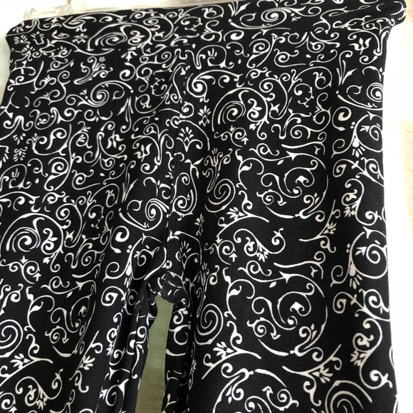 LuLaRoe Other - Lularoe Black White Scrolls L/XL Kids Leggings